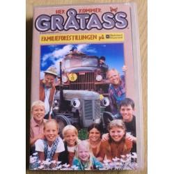 Her kommer Gråtass - Familieforestillingen på Hadeland Glassverk (VHS)