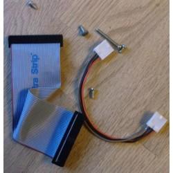 Diskettstasjonkabel og noen skruer til Amiga