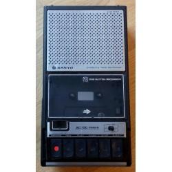 Sanyo Cassette Recorder M 2511E med bæreveske