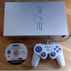 Playstation 2: Sølvfarget konsoll med Hitman