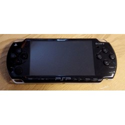 Sony PlayStation Portable - PSP2004 - Konsoll med lader og spill