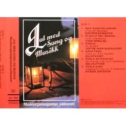 JUL med sang og musikk