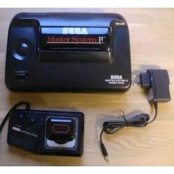 SEGA Master System II: Spillkonsoll med Alex Kidd