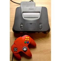 Nintendo 64: Komplett spillkonsoll med rød håndkontroll